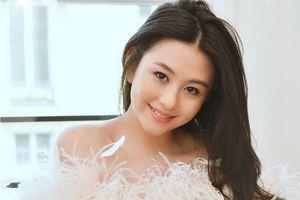 Con gái 20 tuổi của biểu tượng gợi cảm Hong Kong