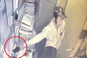 Vờ mua hàng rồi trộm điện thoại, kẻ gian bị bắt tại chỗ