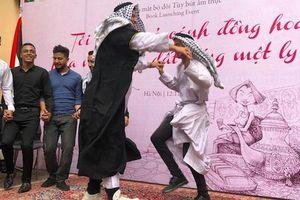 Dàn trai đẹp Palestine nhảy múa chúc mừng nhà văn Di Li ra sách mới