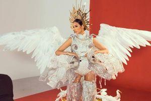 Chính thức lộ diện trang phục dân tộc của Hoàng Thùy tại Miss Universe