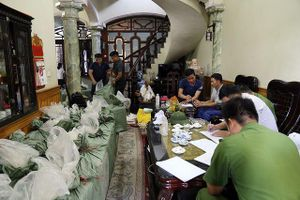 Quảng Ninh: Phát hiện gần 1 tấn pháo nhập lậu được cất giấu ở nhiều địa điểm