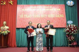 Trao Huy hiệu Đảng cho ông Trần Đình Đàn và ông Nguyễn Văn Kiền