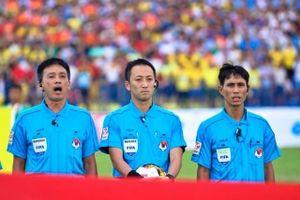Trọng tài cầm còi tại V-League bắt trận Việt Nam - UAE