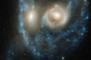Sửng sốt 'khuôn mặt ma' trong không gian lọt ống kính Hubble