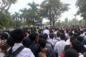 Học sinh trốn học chờ gặp mặt 'Idol' Khá Bảnh hầu tòa
