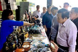Mỹ nghệ than đá Hạ Long gây thiện cảm với khách quốc tế