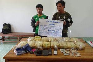 Bắt giữ 2 đối tượng vận chuyển ma túy từ Lào vào Việt Nam