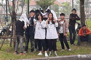 Nhiều học sinh 'nghi trốn học, đội mưa' đứng nghe phiên tòa xét xử Khá bảnh