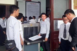 An ninh thắt chặt ngày đầu xét xử luật sư Trần Vũ Hải