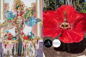 Trang phục dân tộc Miss Universe: Đối thủ Hoàng Thùy chơi lớn mang 'Bàn Thờ - Hoa dâm bụt' lên sân khấu, fan tiếc hùi hụi