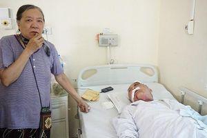 Vợ cựu binh 80 tuổi bị tài xế xe ôm hành hung chấn thương nặng: 'Việc xảy ra rồi hai bên đã hòa giải, bắt anh ta tù tội cũng khổ người thân'