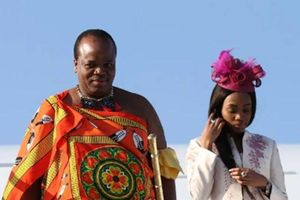 Vua châu Phi mua dàn siêu xe 387 tỷ tặng 14 bà vợ