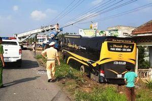 Bình Thuận: Xe khách giường nằm ủi văng 3 xe máy trên QL1