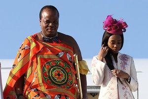Quốc vương Mswati III chi 17 triệu USD mua xe sang cho 14 vợ