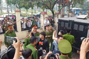Rất đông người đến phiên tòa xử Khá 'bảnh'