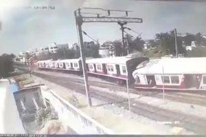 Sốc cảnh 2 đoàn tàu hỏa đâm thẳng vào nhau ở Ấn Độ