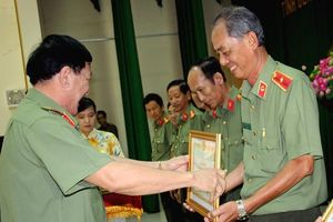 Công an Bến Tre giữ vững an ninh xứ Dừa