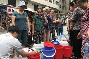 'Nước sạch Sông Đuống giá cao gấp đôi, tại sao UBND TP Hà Nội vẫn đặt bút ký hợp đồng?'