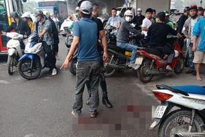 Lời khai của người chồng cầm dao chém vợ gục giữa đường ở Hà Nội: Do nghi ngờ vợ có quan hệ 'ngoài luồng'
