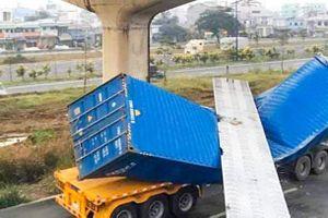 Tìm nguyên nhân dầm cầu vượt đè bẹp container ở TP.HCM
