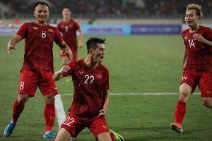 Đánh bại ĐT UAE trên sân nhà, ĐT Việt Nam vươn lên nhất bảng G