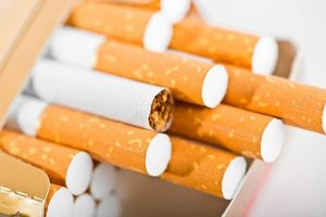 Đề xuất tăng thuế, kiểm soát chặt quảng cáo thuốc lá trên Internet