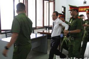 Một luật sự bào chữa cho vợ chồng luật sư Trần Vũ Hải bị đưa ra khỏi tòa