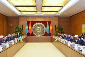 Chủ tịch Quốc hội Nguyễn Thị Kim Ngân đón, hội đàm với Chủ tịch Hạ viện Cộng hòa Kazakhstan