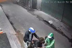 TP HCM: Truy bắt hai kẻ dùng dao và bình xịt hơi cay để cướp xe
