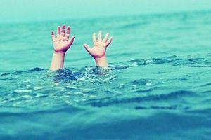 Bé 4 tuổi tử vong dưới cống thoát nước