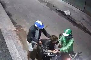 TP.HCM: Truy tìm thanh niên mặc đồng phục Grab xịt hơi cay cướp xe máy