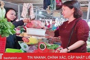 Nói không với túi nilon, phụ nữ Hà Tĩnh xách làn đi chợ bảo vệ môi trường