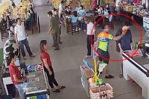 Thượng úy ném xúc xích vào nhân viên trạm nghỉ sẽ bị xử lý thế nào?