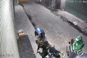 TPHCM: Dùng dao và bình xịt hơi cay uy hiếp để cướp tài sản
