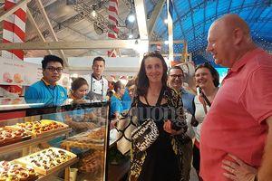 Liên hoan Ẩm thực Món ngon các nước thu hút du khách quốc tế trong ngày khai mạc