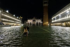Thành phố tình yêu Venice ngập trong biển nước