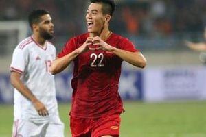 Tiến Linh ăn mừng đầy cảm xúc sau thực hiện siêu phầm sút thủng lưới tuyển UAE
