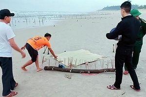 Thi thể phân hủy nặng trôi dạt vào bờ biển Quảng Nam