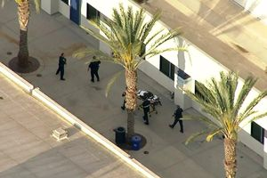 Nam sinh Mỹ nã súng vào bạn học rồi tự sát, 5 người thương vong