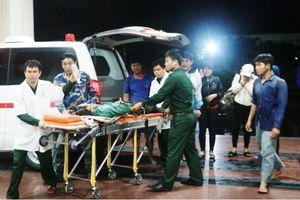 Cứu sống ngư dân Quảng Ngãi bị thương nặng trên biển Quảng Bình
