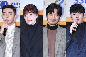 Vợ Won Bin đẹp giản dị ở tuổi 40 bên Park Seo Joon, Lee Jin Wook và Jung Hae In tại sự kiện từ thiện
