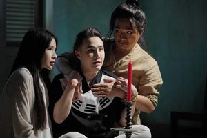 Từ webdrama làm phim chiếu rạp, 'Pháp sư mù' rút kinh nghiệm ra sao từ vết xe đổ của 'Chị Mười Ba'?