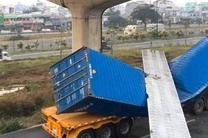 TP. Hồ Chí Minh: Xe container kéo sập dầm cầu bộ hành do tĩnh cầu thấp hơn thiết kế