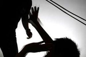 Mâu thuẫn gia đình, chồng cắt cổ vợ rồi tự sát