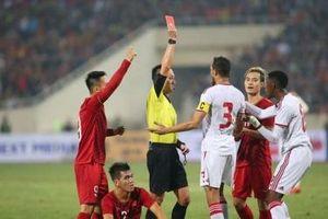Cựu trọng tài FIFA phân tích tình huống hậu vệ UAE nhận thẻ đỏ