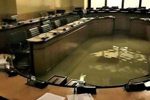 Vừa bác chính sách chống biến đổi khí hậu, hội đồng Venice bị ngập