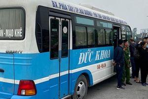 Tài xế xe buýt gục chết bên ghế lái