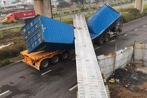 Toàn cảnh cầu bộ hành bị sập đè bẹp container ở TP.HCM