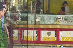 Chủ tiệm vàng bị cướp ở Hóc Môn: 'Kẻ cướp bắn tôi hai phát, may mà không trúng'