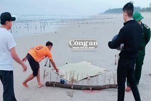 Xác người dạt vào bãi biển
